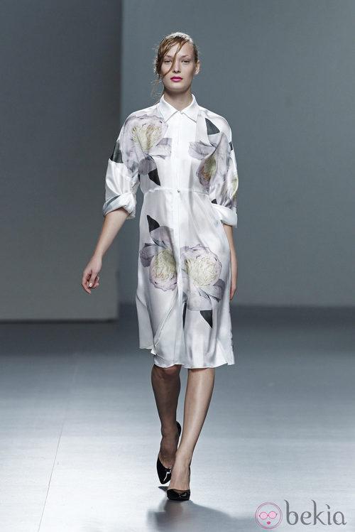 Vestido con estampado floral de la colección Juan Vidal primavera/verano 2014 en Madrid Fashion Week