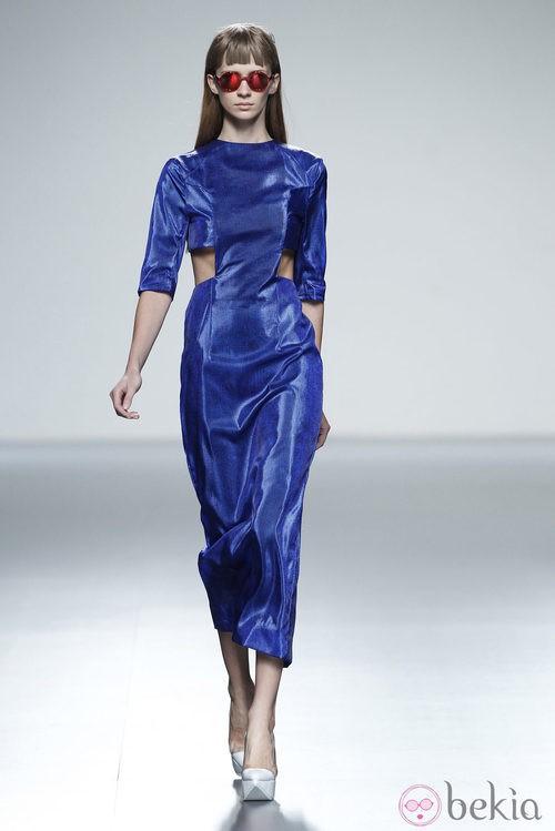 Vestido azul eléctrico de la colección primavera/verano 2014 de Martin Lamothe en Madrid Fashion Week