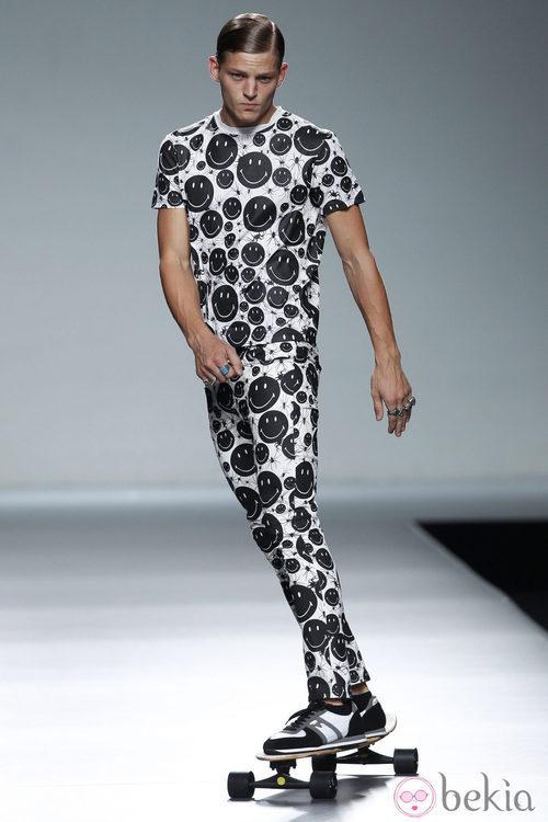 Total look de smilies de la colección primavera/verano 2014 de Carlos Díez en Madrid Fashion Week