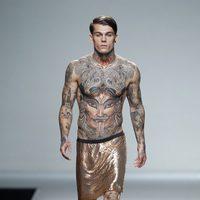 Falda dorada de la colección primavera/verano 2014 de Carlos Diez en Madrid Fashion Week