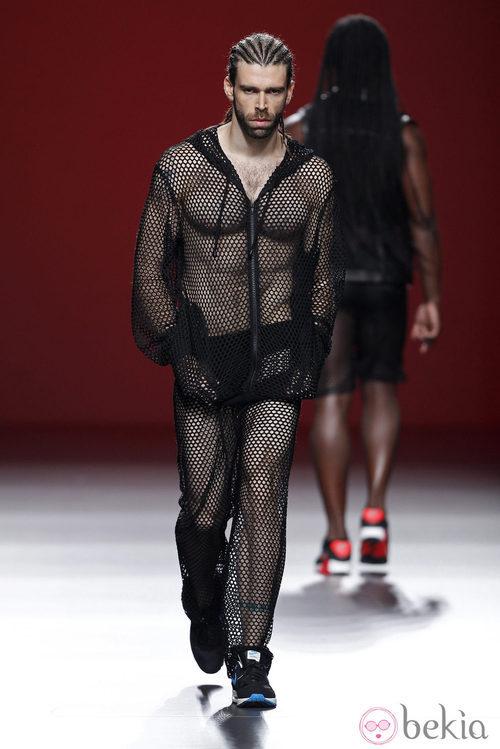 Mono de vestir de rejilla de la colección primavera/verano 2014 de María Escoté en Madrid Fashion Week