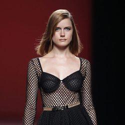 Vestido de rejilla de la colección primavera/verano 2014 de María Escoté en Madrid Fashion Week