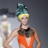 Bañandor naranja flúor de la colección primavera/verano 2014 de Montse Bassons en Madrid Fashion Week