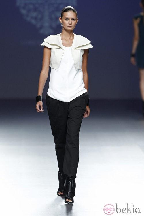 Look de la colección primavera/verano 2014 de Lorena Saravia en el EGO Madrid Fashion Week