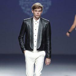 Chaqueta de cuero negra de la colección primavera/verano 2014 de Lorena Saravia en el EGO Madrid Fashion Week