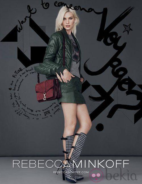 Chaqueta verde y minifalda de la colección otoño/invierno 2013/2014 de Rebecca Minkoff
