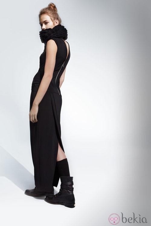Vestido negro de la colección otoño/invierno 2013/2014 de Adolfo Domínguez