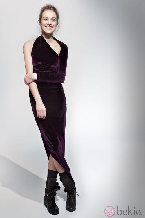 Vestido de terciopelo de la colección otoño/invierno 2013/2014 de Adolfo Domínguez