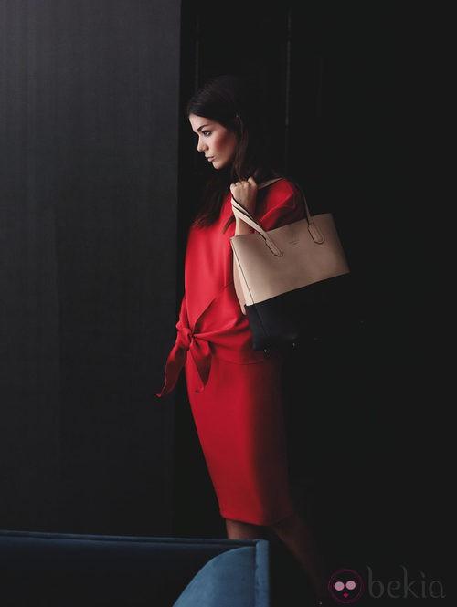 Vestido rojo de la colección otoño/invierno 2013/2014 de Juanjo Oliva para Elogy