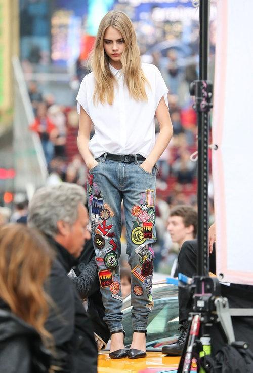 Cara Delevingne durante el shooting de la campaña primavera/verano 2014 de DKNY