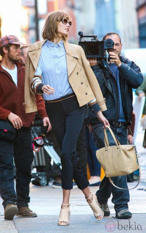 Karlie Kloss durante un shooting para Coach en Nueva York