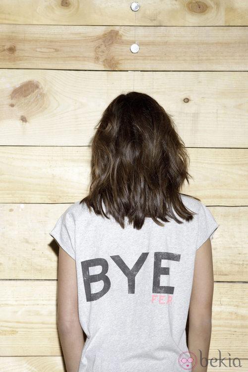Sara Carbonero de espaldas con una camiseta de 'The Hip Tee by Sara'