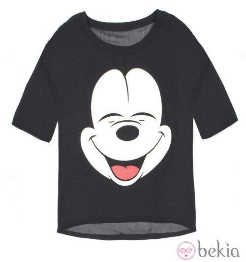 Camiseta azul de la colección cápsula de Minnie y Mickey de Bershka