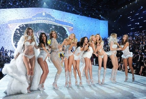 Las modelos de Victoria's Secret cerrando el Victoria's Secret Fashion Show 2013