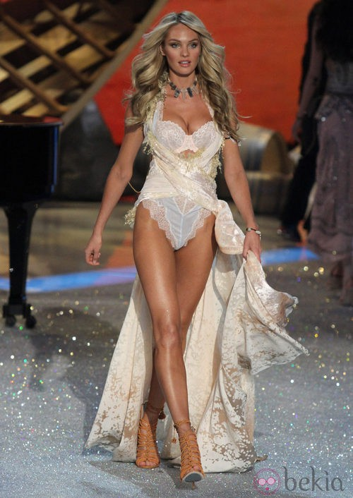 Candice Swanepoel durante el Victoria's Secret Fashion Show 2013