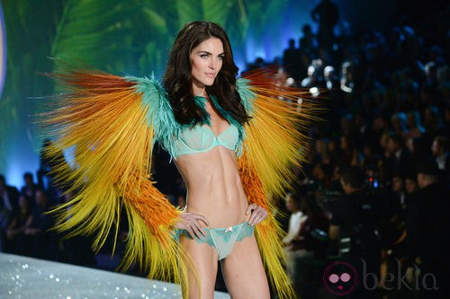Hilary Rhoda durante el Victoria's Secret Fashion Show 2013