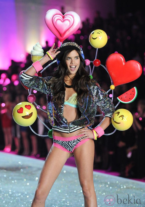Sara Sampaio durante el Victoria's Secret Fashion Show 2013