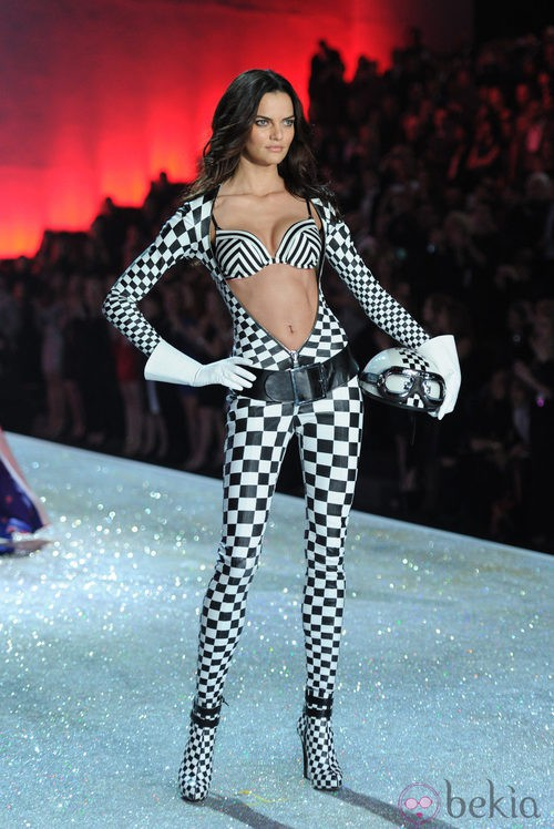 Barbara Fialho durante el Victoria's Secret Fashion Show 2013