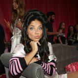 Adriana Lima en el backstage durante el Victoria's Secret Fashion Show 2013