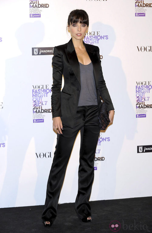Leticia Dolera con traje de chaqueta de Burberry en la Vogue Fashion's Night Out 2011
