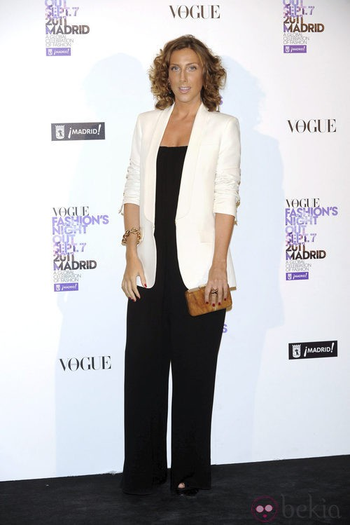 Cecilia Freire con americana blanca en la Vogue Fashion's Night Out 2011