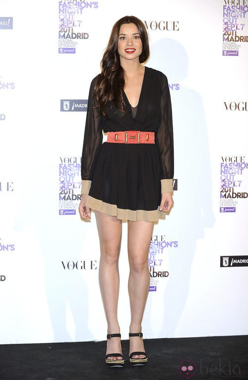 Dafne Fernández con vestido semitransparente en la Vogue Fashion's Night Out 2011