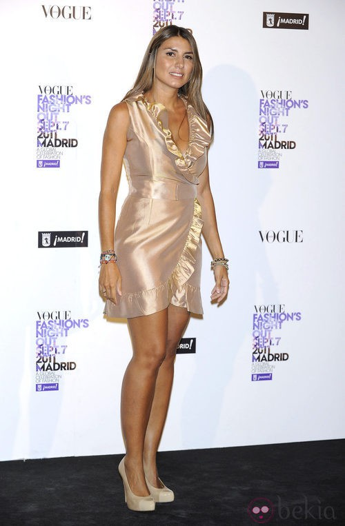 Silvia Alonso con volantes en tono cobre en la Vogue Fashion's Night Out 2011