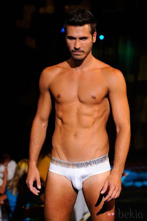 Modelo con calzoncillos de 2(X)ist para verano de 2012