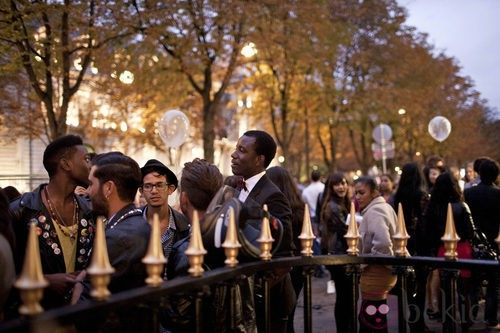 Gente a la entrada de las tiendas en la Vogue Fashion's Night Out de Paris