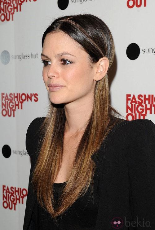 Detalle del peinado con diadema de Rachel Bilson en la Vogue Fashion's Night Out 2011