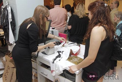 Compradores durante la Vogue Fashion's Night Out 2011