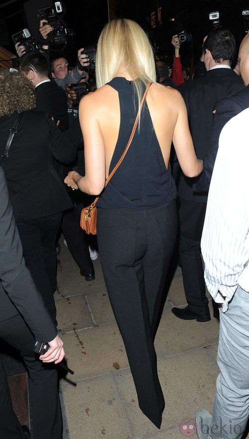 Vista trasera del look de Gwyneth Paltrow en la Vogue Fashion's Night Out 2011 de Londres