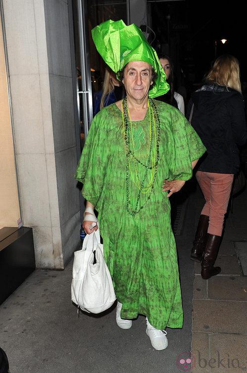 Colorido asistente a la Vogue Fashion's Night Out 2011 de Londres