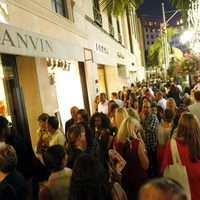 Ambiente junto a la tienda de Lanvin durante la Vogue Fashion's Night Out 2011 de Beverly Hills