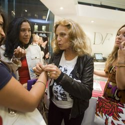 Diane Von Furstenberg durante la Vogue Fashion's Night Out 2011 de Beverly Hills