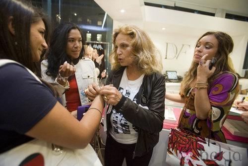 Diane Von Furstenberg durante la Vogue Fashion's Night Out 2011 de Beverly Hills