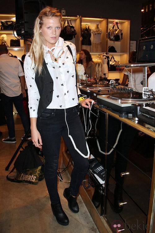Alexandra Richads en la Vogue Fashion's Night Out 2011 de Nueva York