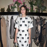 Alexa Chung en la tienda de Stella McCartney durante la Vogue Fashion's Night Out 2011 de Londres