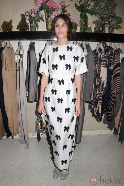 Alexa Chung en la tienda de Stella McCartney durante la Vogue Fashion's Night Out 2011 de Londres