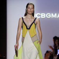 Vestido con capas de BCBG Max Azria, colección primavera de 2012