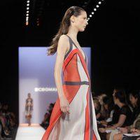 Diseño con franjas longitudinales de BCBG Max Azria, colección primavera de 2012