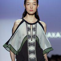 Camisa con hombros al aire de BCBG Max Azria, colección primavera de 2012