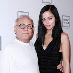 Max Azria y Leigh Lezark en la Semana de la Moda de Nueva York