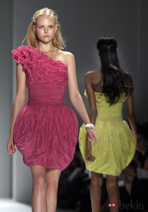 Falda con forma de pétalos de Tadashi Shoji, colección primavera de 2012