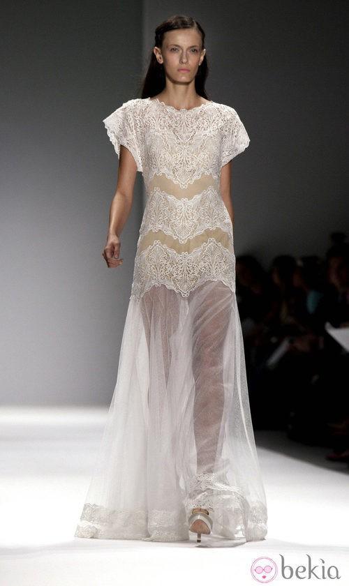 Diseño blanco de encaje de Tadashi Shoji, colección primavera de 2012