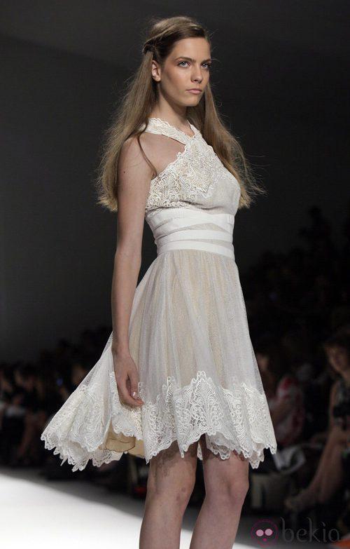 Vestido de encaje de Tadashi Shoji, colección primavera de 2012