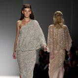 Vestido de inspiración romana de Tadashi Shoji, colección primavera de 2012