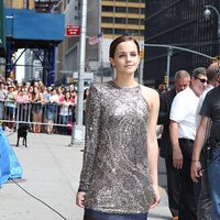 Emma Watson con vestido de Balmain y zapatos de Christian Louboutin