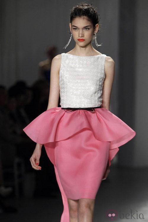 Falda rosa con volante de Jason Wu, colección primavera de 2012