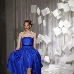 Vestido azul con falda abullonada de Jason Wu, colección primavera de 2012